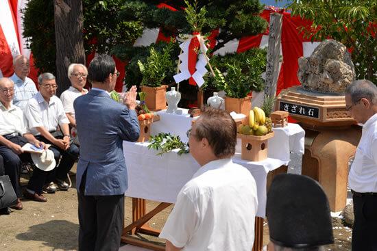 糸縄神社に「さざれ石」を寄贈